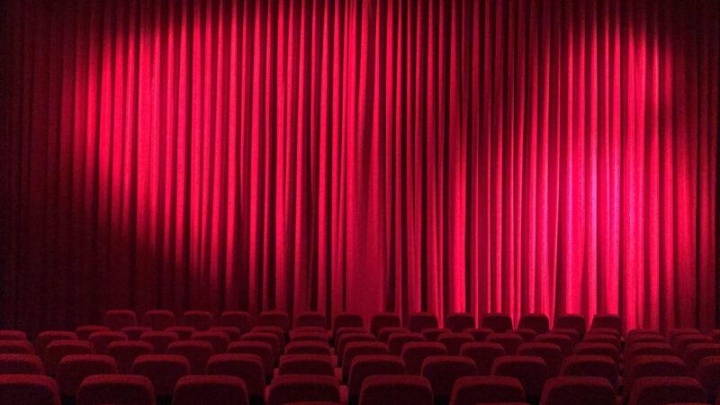 Statuetki Emmy 2021 – kreacje gwiazd naczerwonym dywanie + lista laureatów